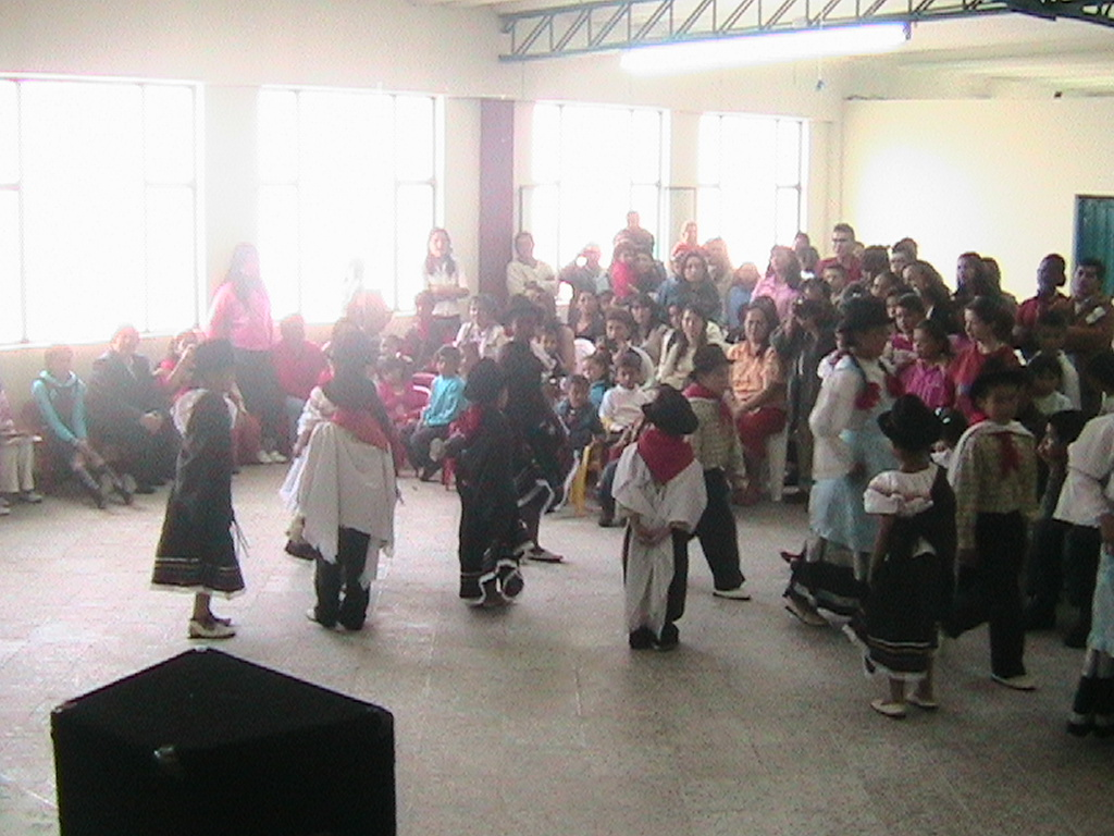 Dance performance by Cigarra students